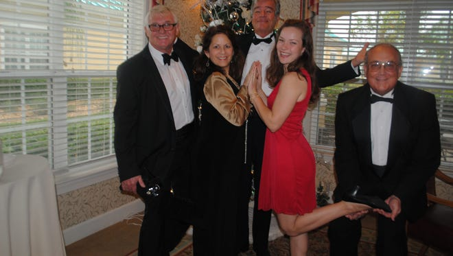 Entertaining at The Brennity at Pointe West were members of Guild on the Go (from left) Dennis Love, Roberta Rose, Larry Strauss, Shannon Maloney and Scott Freshley.