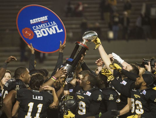 636172152738098603-camelliabowl.jpg