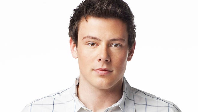 """The McKinley family of the past and present join together to remember and celebrate the life of Finn Hudson (Cory Monteith) in """"The Quarterback"""" episode of 'Glee.'"""