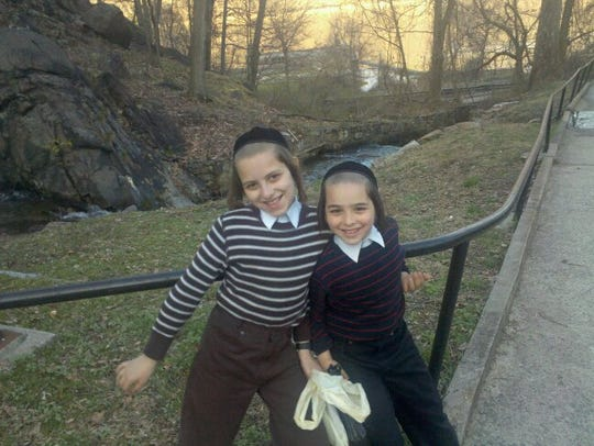 Shulem Deen shares photos of his family.