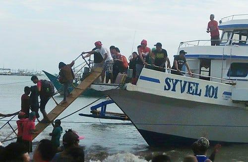 Philippine ferry sinks; 4 dead