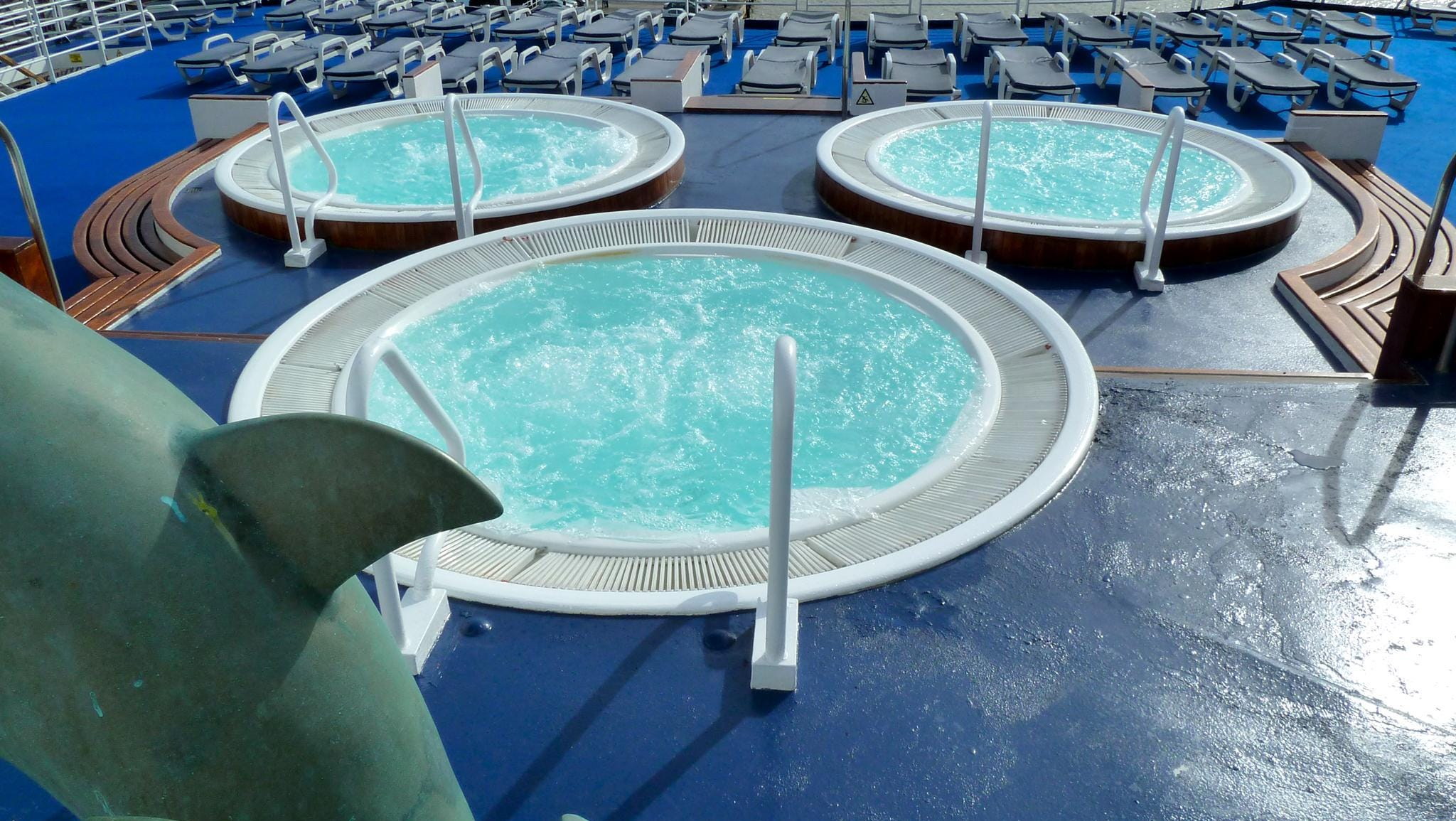 On aft Navigator Deck, overlooking the stern, there is a trio of Jacuzzis.