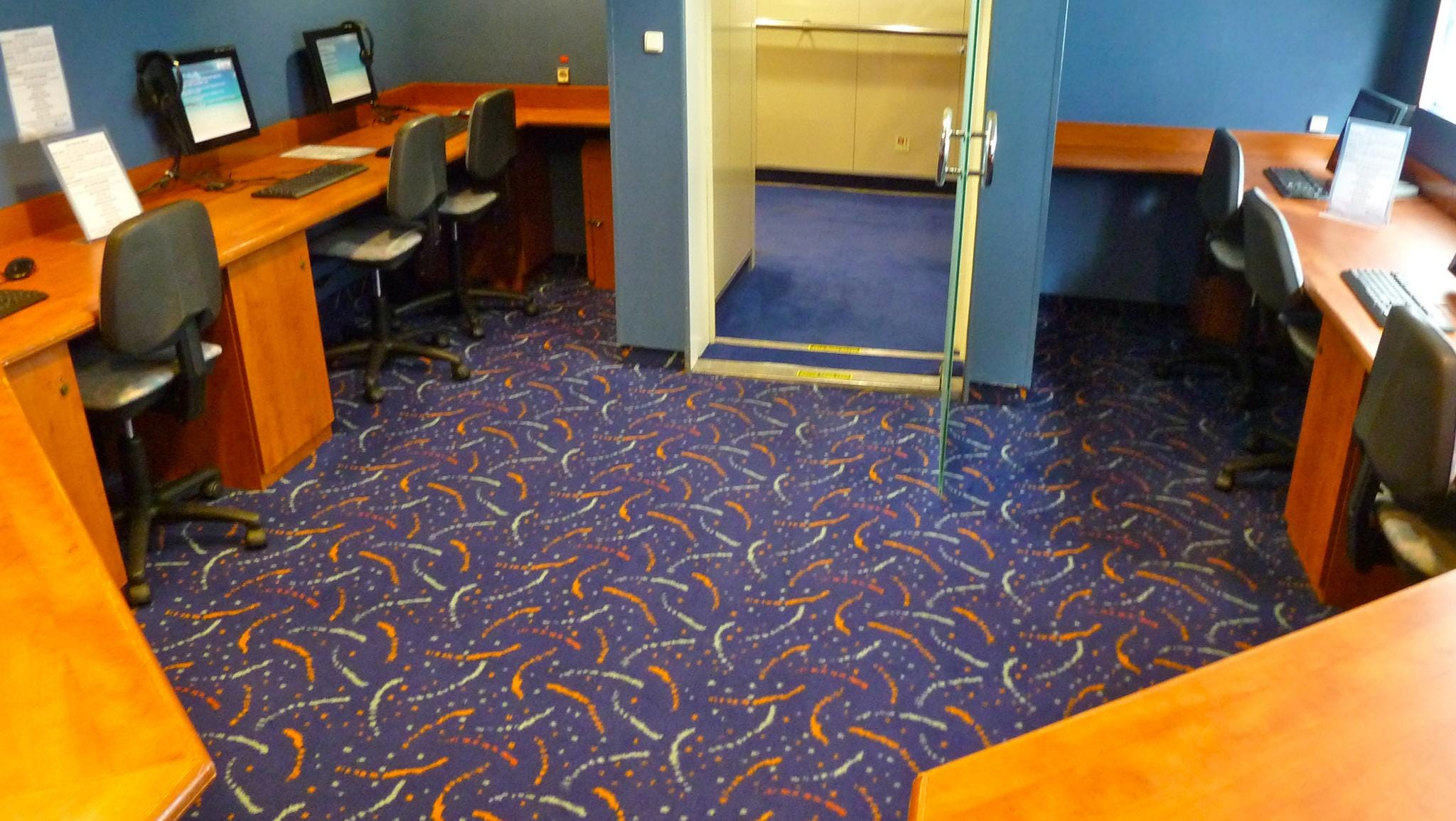A small internet cafe is located on aft Columbus Deck.