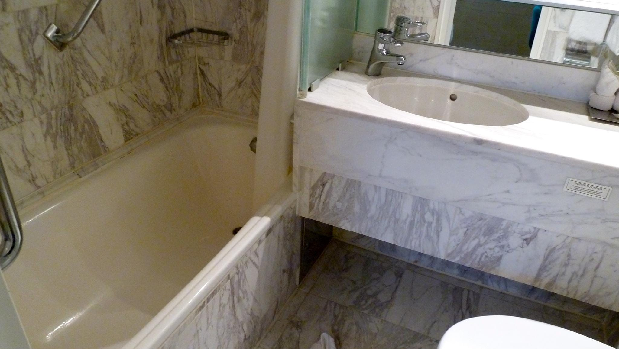 Both DS Deluxe Suites have marble-topped bathrooms with full tubs.