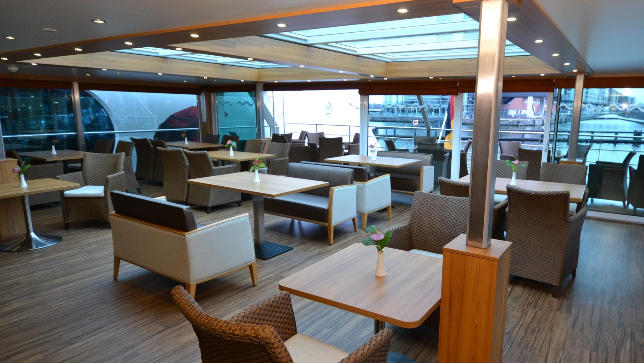 In addition to the main Latitude 52 Lounge, the ship has a smaller gathering area at its back called the Captain's Club.