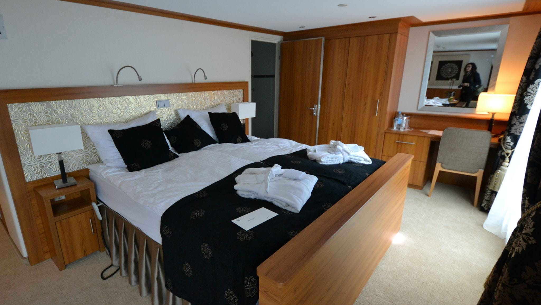 In addition to the 12 Deluxe Suites, the River Discovery II has a single Owner's Suite measuring 330 square feet.