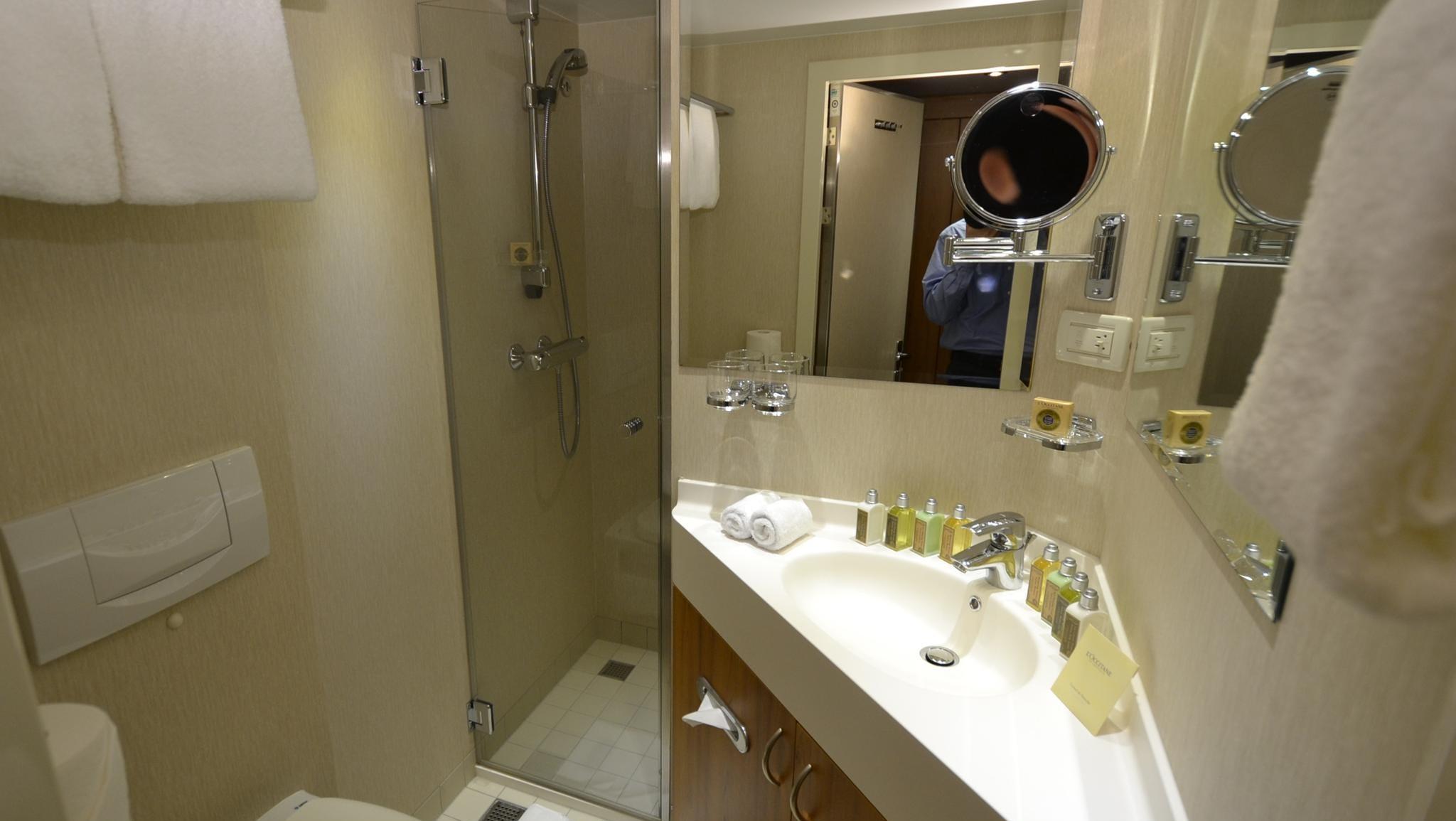 A standard cabin bathroom.