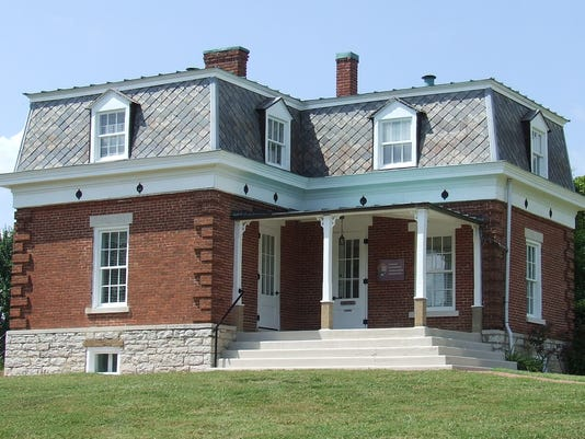 Fort Donelson admin offices.JPG