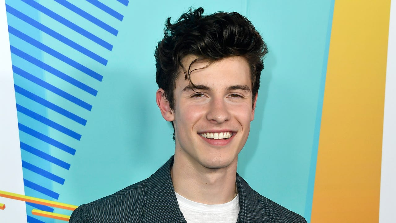 1e1a0b621 Shawn Mendes feels pressured to 'prove' he's not gay by being seen with  women