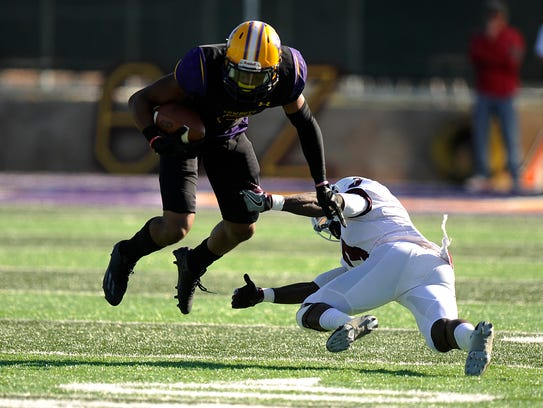 Hardin-Simmons wide receiver Devonte' Walker (5) tries