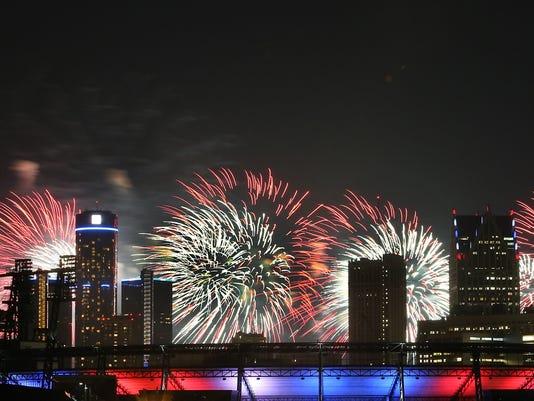 636026381441974306-DFP-0625-fireworks-2-1-1-7U4G2UB2-L247926640.JPG