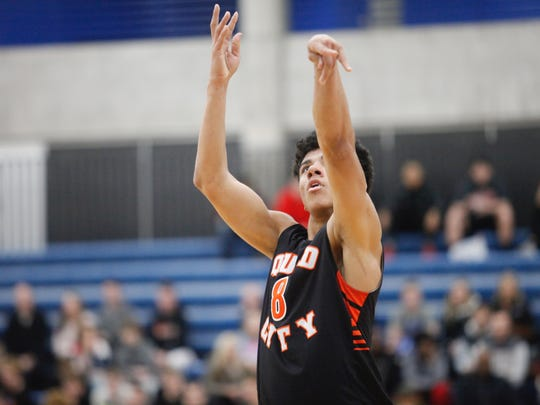 D.J. Carton attempts a free throw during the NY2LA