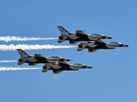 Thunderbirds arrive for Air & Space Show