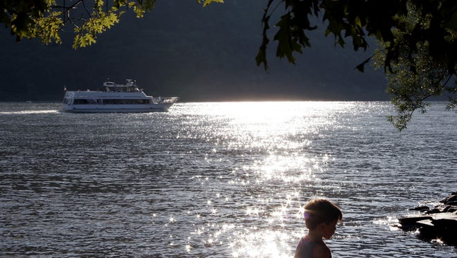 A scene of the Hudson River during Peekskill singer songwriter, Mark Von Em performance at the Cold Spring's riverfront bandstand  during their Summer Sunday Sunset Music Series August 12 2007. ( Photo by Randall K. Wolf / The Journal News )