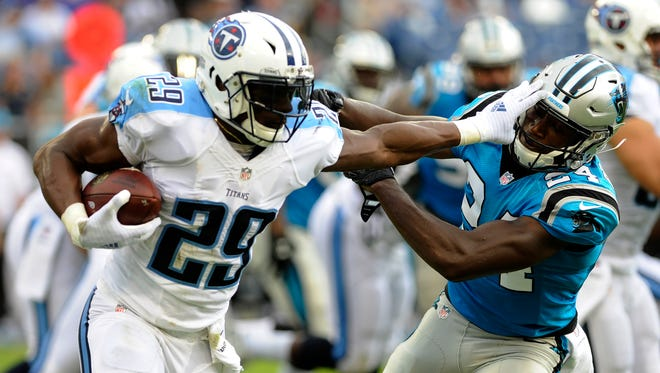 Running back DeMarco Murray runs against the Panthers on Aug. 13, 2016.