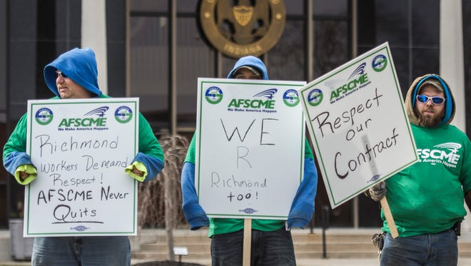 Members of the AFSCME Local 1791 union, which represents workers in Richmond's street, sanitation and parks departments, picket outside the city building at 50 N. Fifth St., Richmond, on Tuesday, March 13, 2018.
