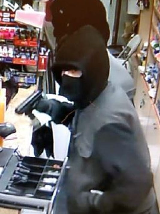 635894376194107273-Greenfield-robbery-suspects-5.JPG