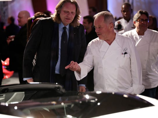 Celebrity chef Wolfgang Puck, center, chats with a