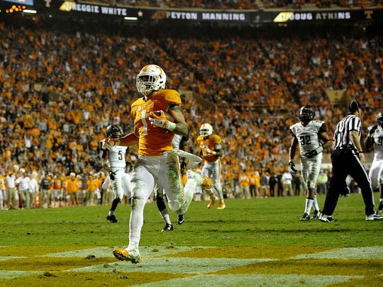 Tennessee running back Jalen Hurd (1) jogs in untouched for a touchdown against Vanderbilt. Tennessee won 53-28 at Neyland Stadium Nov. 28, 2015.