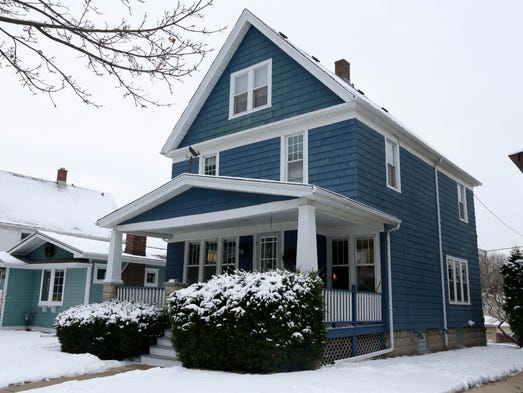 Old bay view farmhouse evokes family history for couple for Two story farmhouse oak park