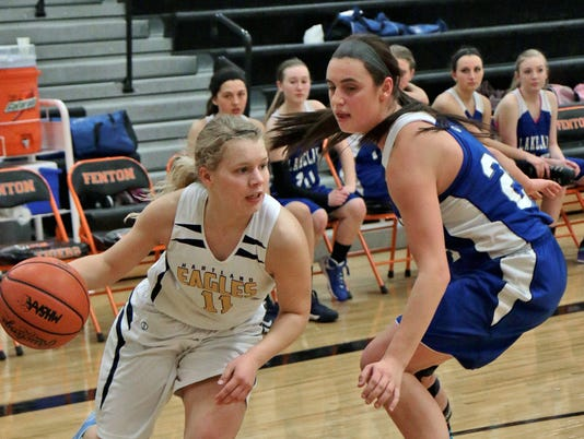 Natalie Halonen drives baseline past Lakelands Amanda Lock[8].jpg