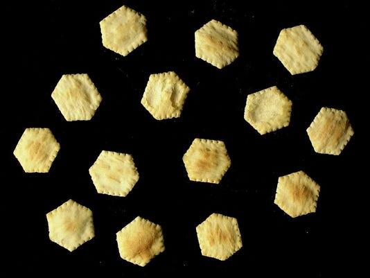 Text: 2000.09.08.12.1 CHILI17-TEMPO: Photo of oyster crackers for Chili in studio for Chuck Martin. The Cincinnati Enquirer/ Brandi Stafford. bs.
