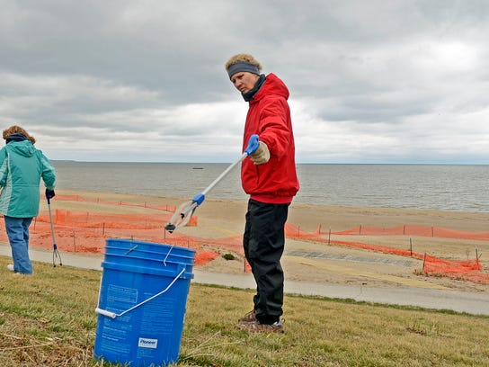 MAN n 0426 Beach Cleanup 0038 copy.JPG