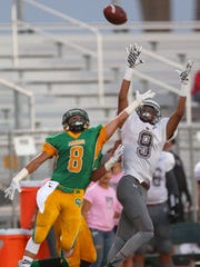 Charles Murrell (9) hauls in a pass for Rancho Mirage's first touchdown as Willy Ortiz (8) of Coachella Valley defends in 2015.
