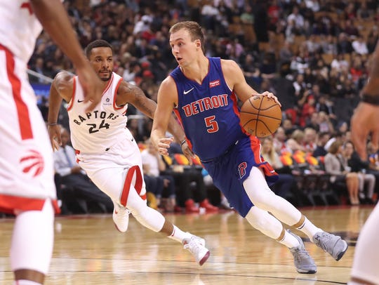 Pistons guard Luke Kennard (5) drives to the basket