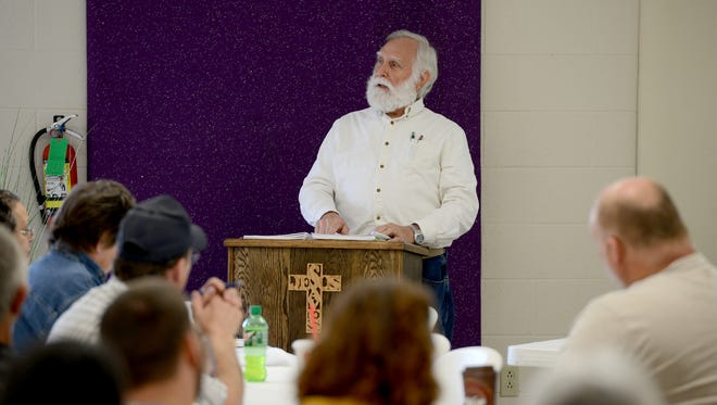 Richard Heismann welcomes guests and members to the 2017 Short Course of the Jackson Area Beekeeper Association, Saturday morning at Hillcrest Baptist Church.