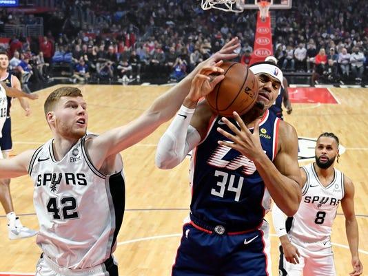 Spurs_Clippers_Basketball_41126.jpg