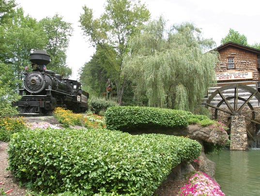 636350370093233996-Dollywood--DW-Express-and-Grist-Mill.jpg