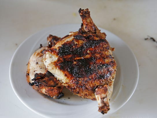 Grilled chicken with herbs is allowed to rest 5 minutes