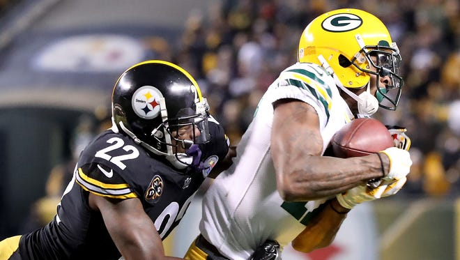 Green Bay Packers wide receiver Davante Adams (17) makes a catch on fourth down in the fourth quarter against Pittsburgh Steelers free safety William Gay (22) at Heinz Field Sunday, November 26, 2017 in Pittsburgh, PA.