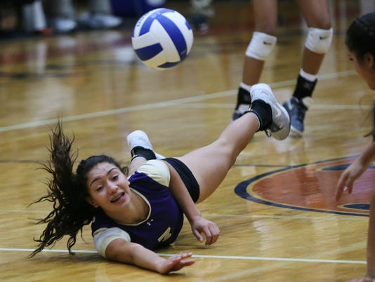 636135535747314657-BURGES-VS-RIVERSIDE-VOLLEYBALL-1.jpg