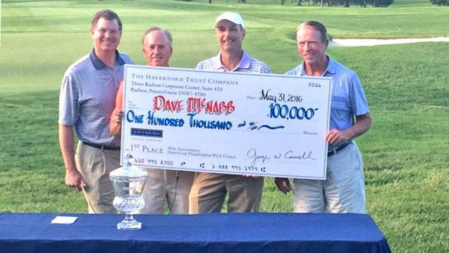 Newark resident Dave McNabb (second from right) won the $100,000 first prize in the Haverford Trust Philadelphia PGA Classic on Tuesday.