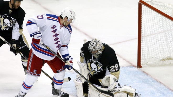 Ryan McDonagh (27) scored one of the Rangers' two power-play goals against Penguins goalie Marc-Andre Fleury (29) on Friday.