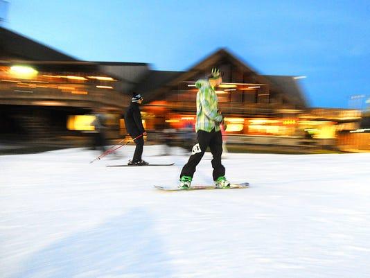 635845665059778090-Snow-trails.jpg