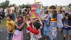 Livonia school celebrates fall Japanese-style
