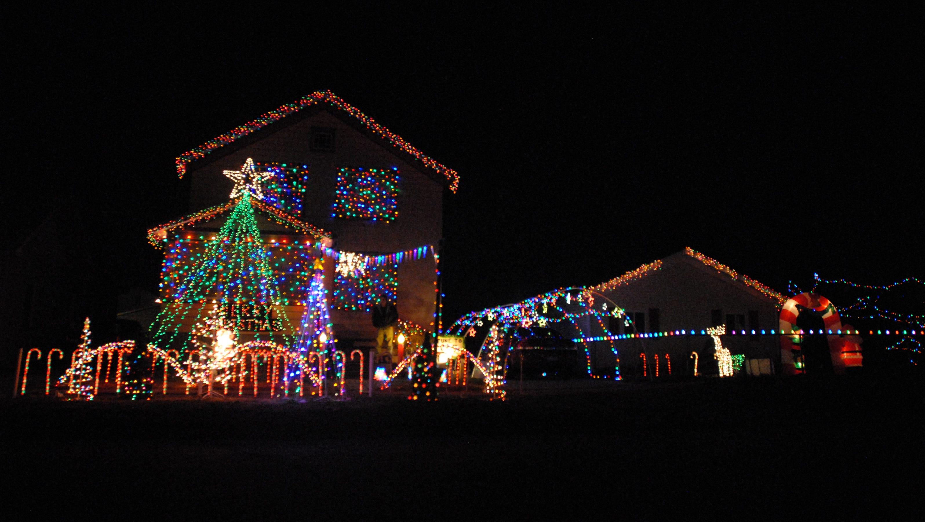 Marine city house lights up with christmas music for Christmas house music