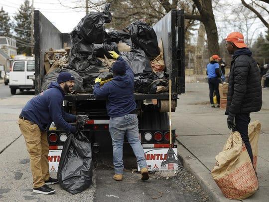 Tackling Trash in Filthadelphia (2)