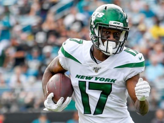Oct 27, 2019; Jacksonville, FL, USA; New York Jets wide receiver Vyncint Smith (17) runs with the ball during the fourth quarter against the Jacksonville Jaguars at TIAA Bank Field. Mandatory Credit: Douglas DeFelice-USA TODAY Sports