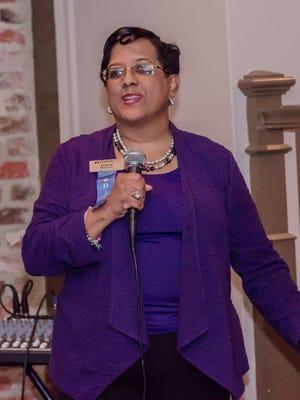 Stacia Robinson welcomed Leadership Montgomery alumni to a reunion gathering at Kat 'N Harri's.