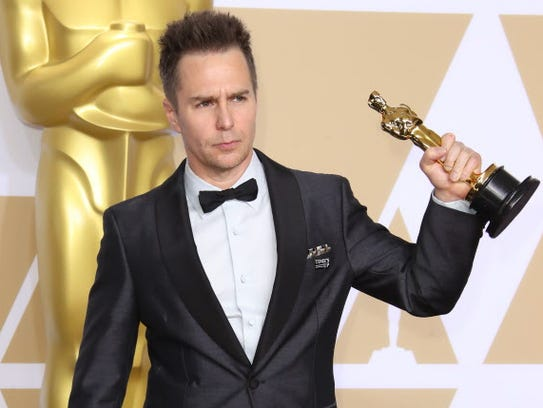 Sam Rockwell hoists his best supporting actor Oscar,