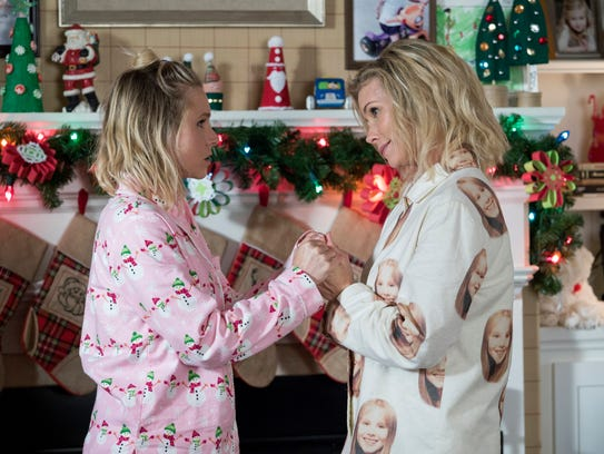 Cheryl Hines' Sandy shows lots of love to daughter Kiki (Kristen Bell) in 'A Bad Moms Christmas.'