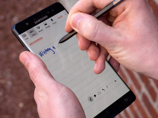 The Galaxy Note 7 gives you a pen, along with IP68