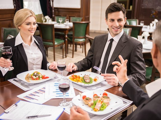 In business meals, colleagues should split the bill or the person who invites should cover the cost.