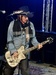 Johnny Depp of the Hollywood Vampires rehearses.
