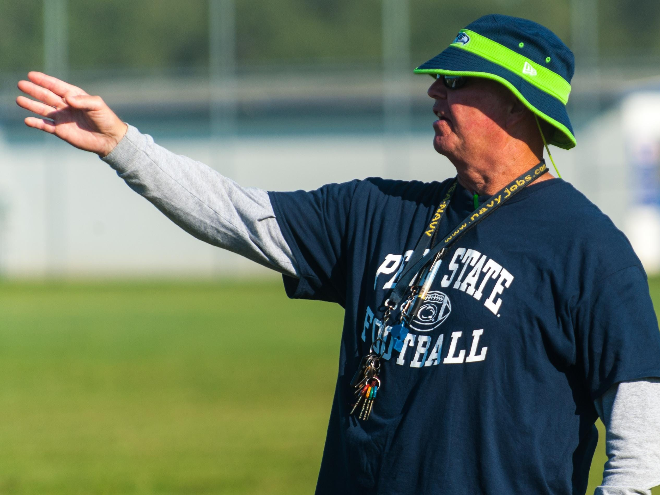 Stephen Decatur head coach Bob Knox talks to his team in pre-practice on Friday morning in Berlin.