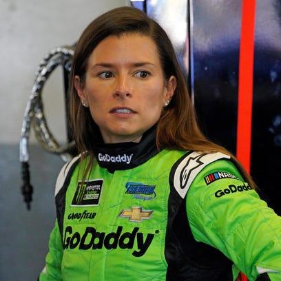 Danica Patrick wrecks out in final NASCAR race